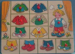 Dřevěná vkládačka - oblékání - chlapeček   22 x 30 cm