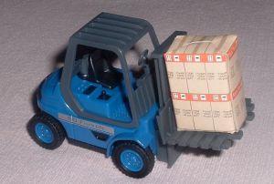 TEAMA - vysokozdvižný vozík Forklift 50  3 ass.  1:24  - modrá  barva