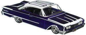 auto Maisto  1:26 Design - 1960 Ford Starliner  - fialový