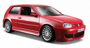 Maisto  1:24 Volkswagen Golf R32 31290 - červená barva