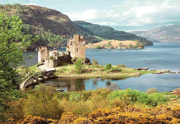 Castorland - Zámek Eilean Donan - Skotsko - Puzzle 2000 dílků art. 200016