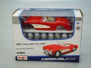 Maisto 1:24 Kit Chevrolet Corvette 1957 - model ke skládání - červená barva