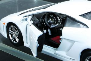 Maisto 1:24 Kit Lamborghini Gallardo LP 560-4 - model ke skládání - bílá barva