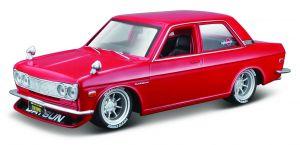 Maisto  1:24 Kit  Design  - 1971  Datsun 510  - model  ke skládání  - červená  barva