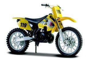 Maisto  motorka na stojánku - Suzuki  RM250  1:18 žlutá