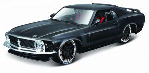 auto Maisto  1:24 Design - Ford Mustang Boss 1970 - černá barva