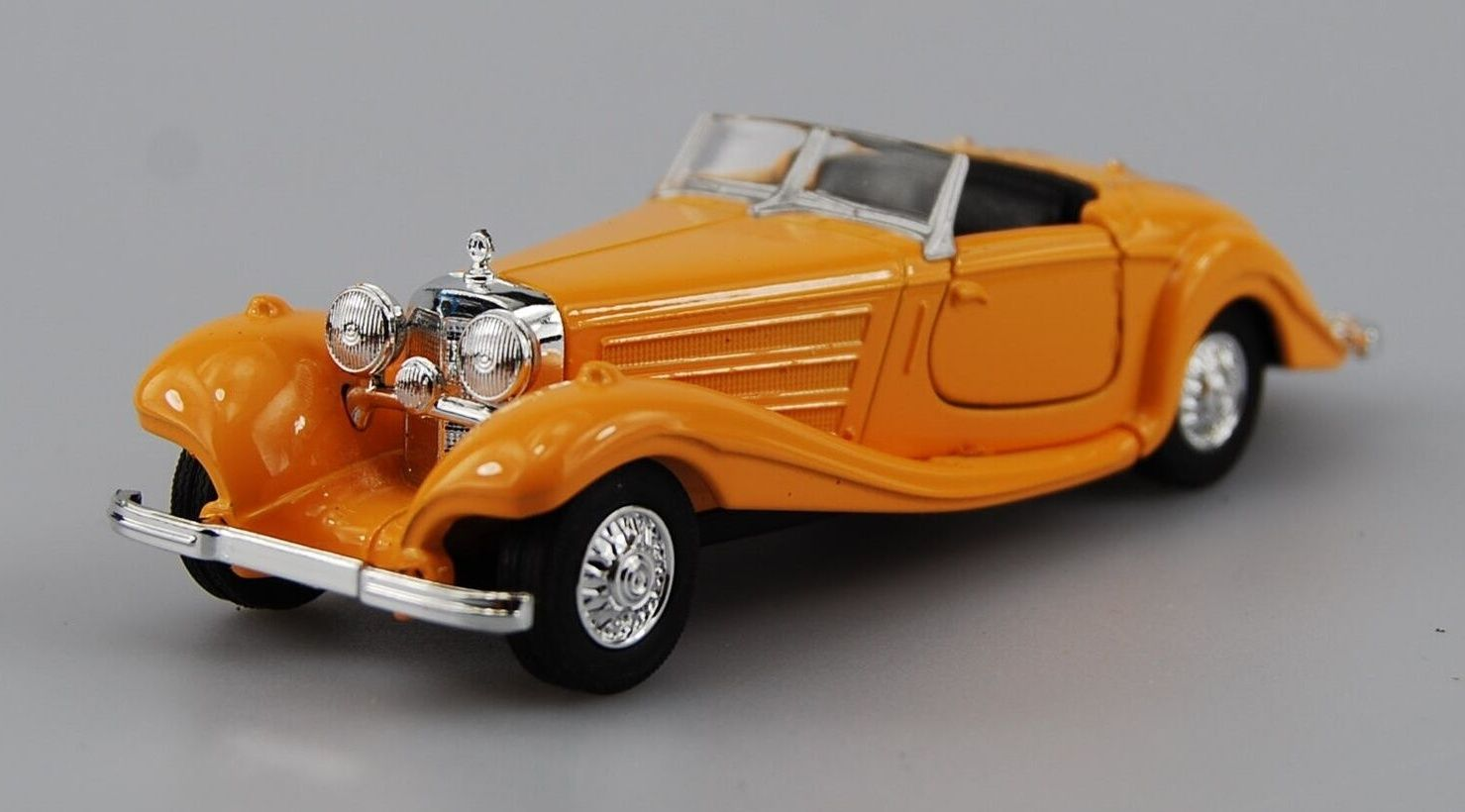auto Welly - 1936 Mercedes Benz 500K cabrio - žlutá barva