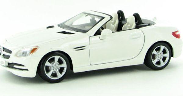 Maisto 1:24 Mercedes Benz SLK 2011 - bílá barva