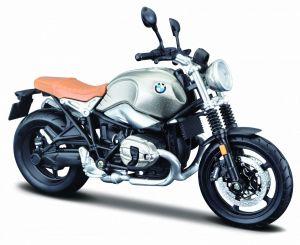 Maisto motorka 1:12 na  podstavci -  BMW R nineT Scrambler - stříbrná