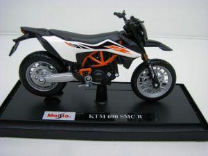 Maisto  motorka na stojánku se zn.KTM - KTM 690 SMC R  1:18 bílo oranžová